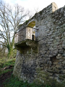 Balcon du mur d'enceinte après nettoyage